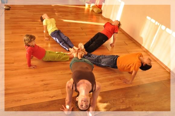יוגה לילדים ב-Yogalaya